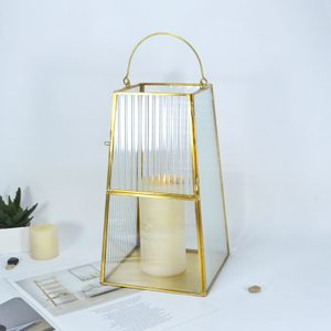 Official Large Eye Catching Metal Frame Cube Geometric Glass Hurricane Lamp Candle Holder Lantern